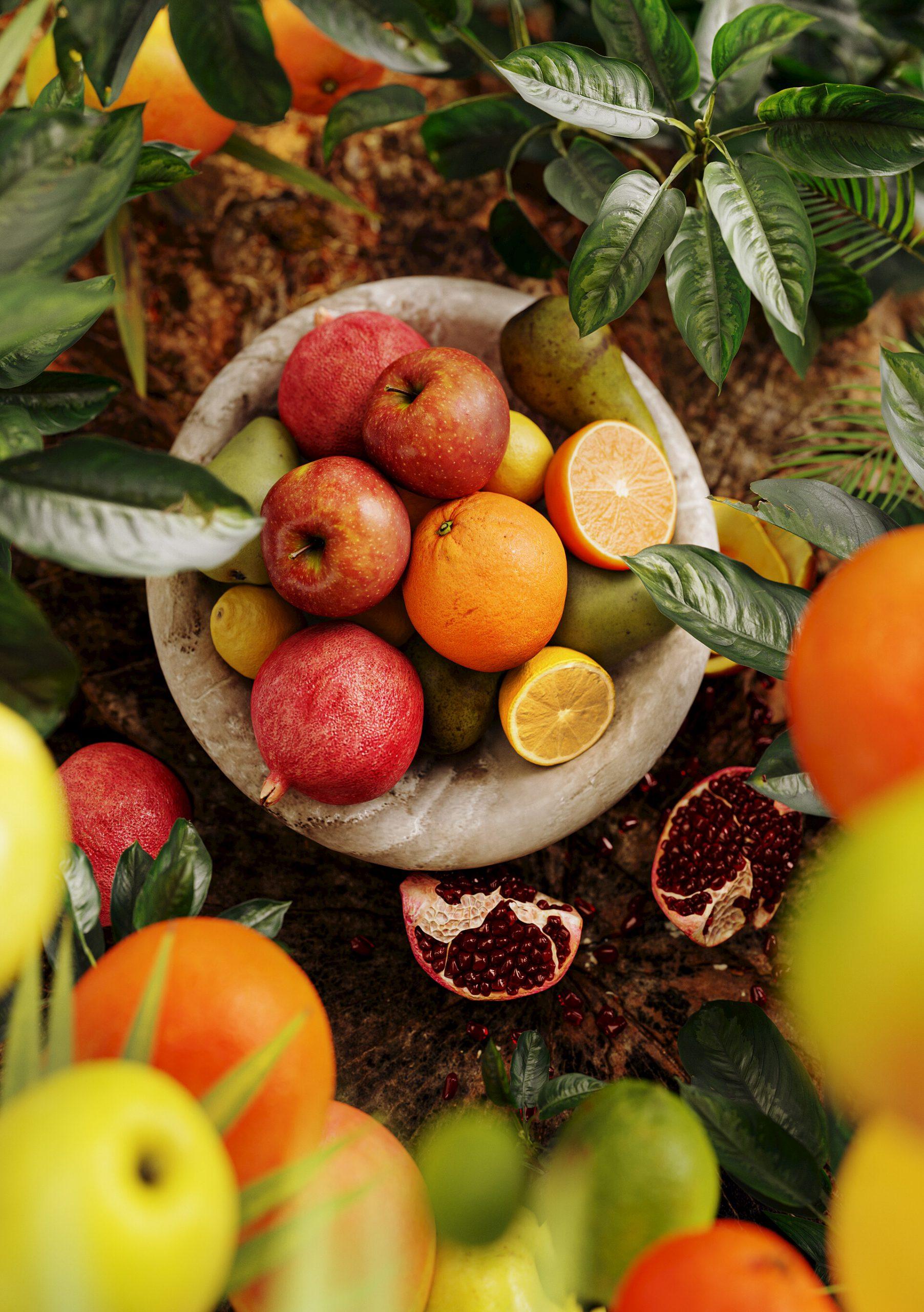 Wizualizacja produktowa na konkurs owoce w tropikalnym ujęciu umieszczone w półmisku, jabłko cytryna granat pomarańcz fotorealistyczna wizualizacja natury