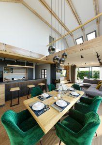 Projekt wizualizacji wnętrza salon z kuchnią w nowoczesnym wydaniu Wnętrze wraz z antresolą
